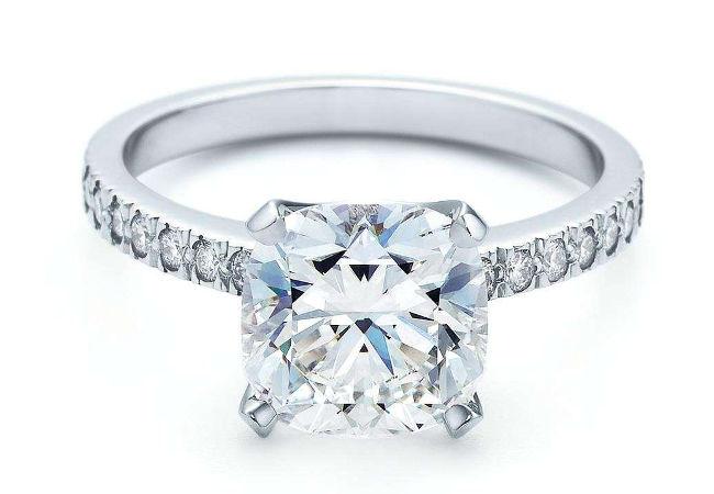 Anello di fidanzamento, il regalo di Natale più bello.