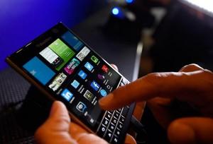 Tastiera e schermo del Passport BlackBerry.