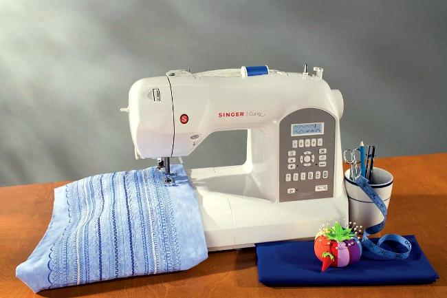 Una macchina da cucire.