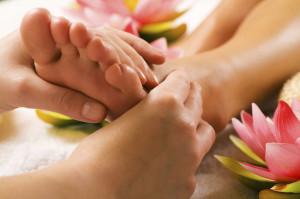 Riflessologia, massaggio del piede.