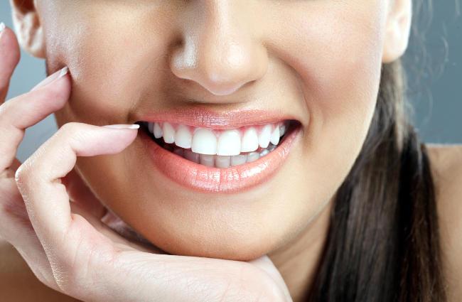 Sbiancamento dei denti professionale esterno.